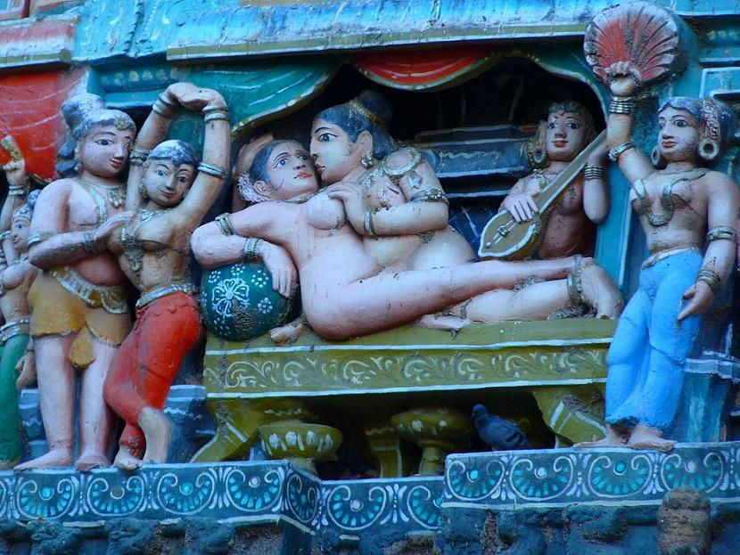 Khajuraho_temple-figures_Kamasutra_PD