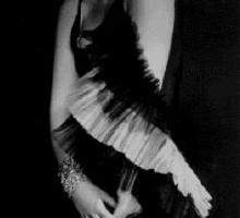 Creative Photoshoot: How to Give Facial Expressions. Tamara de Lempicka, portrait photograph, Paris, ca. 1929
